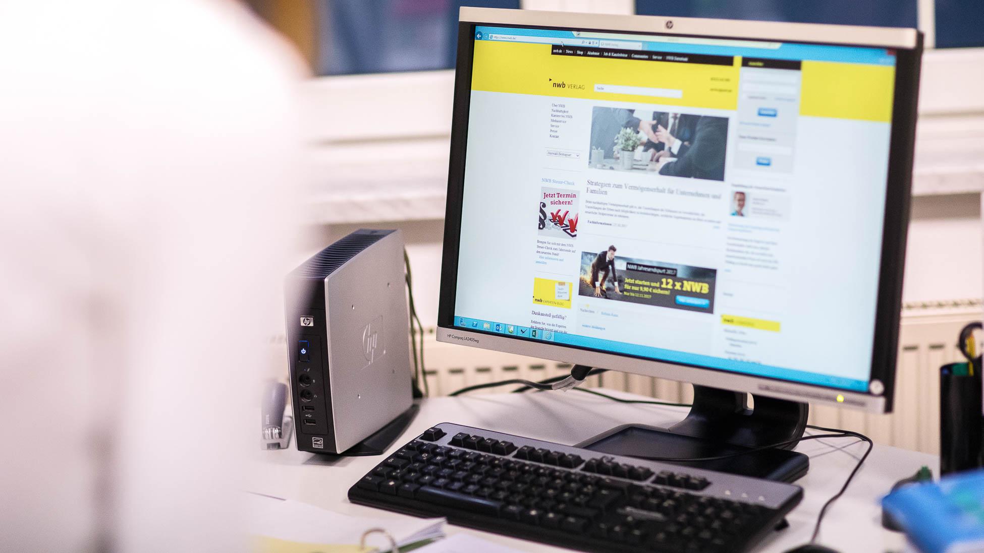 Sekretariat Bildschirm in Kanzlei Zieglmeier und Stark, Wirtschaftsprüfer und Steuerberater in Ingolstadt